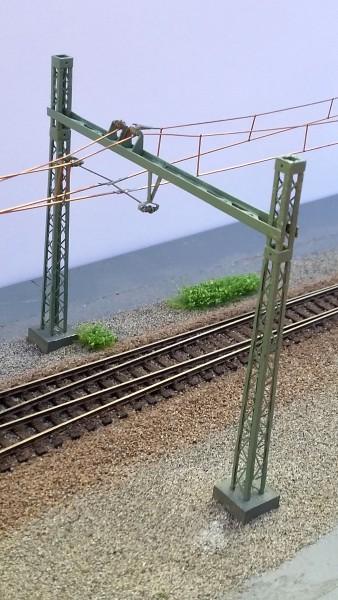 2 Winkelmaste zum Überspannen von Gleisen